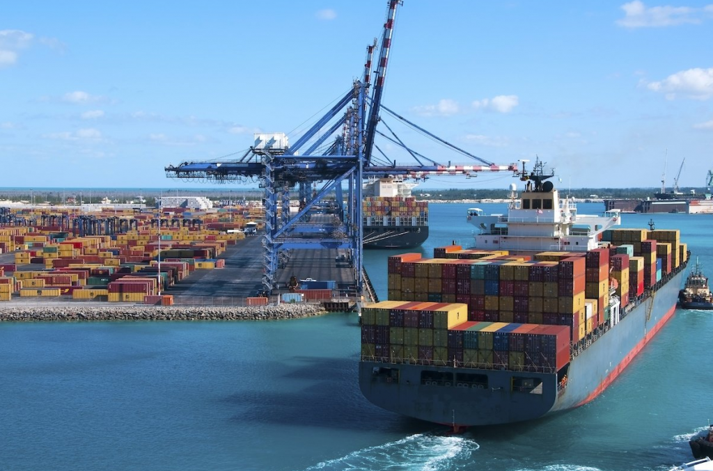 Η ΕΕ θεσπίζει μέτρα επανεξισορρόπησης ως απάντηση στους δασμούς των ΗΠΑ για τον χάλυβα και το αλουμίνιο